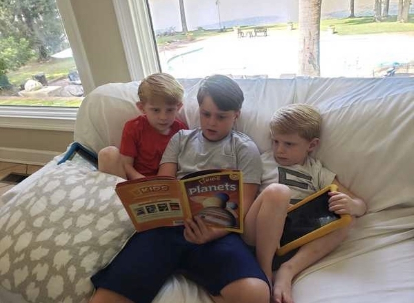 Brothers reading